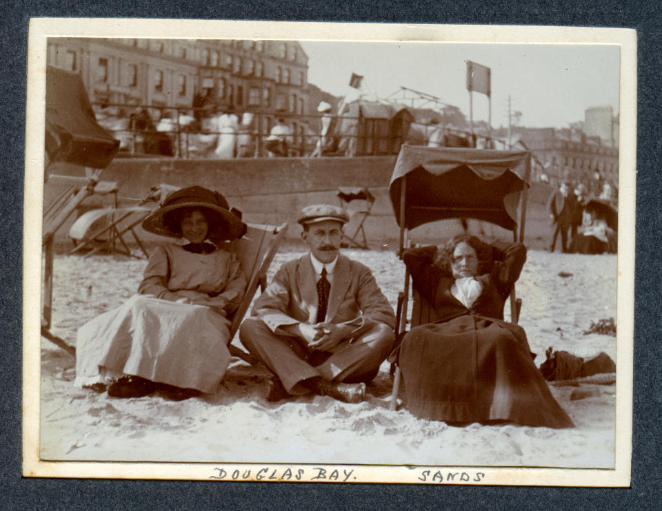The Edwardians knew how to do a British holiday properly. Large hats. (Getty Images)