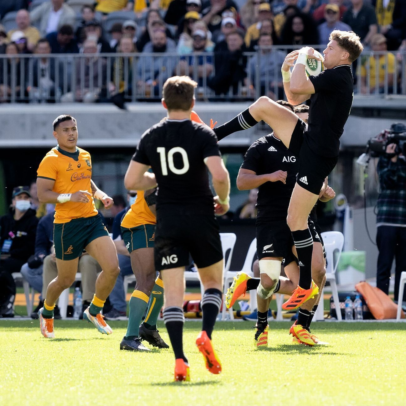 World Rugby sets limits for contact, set-piece training