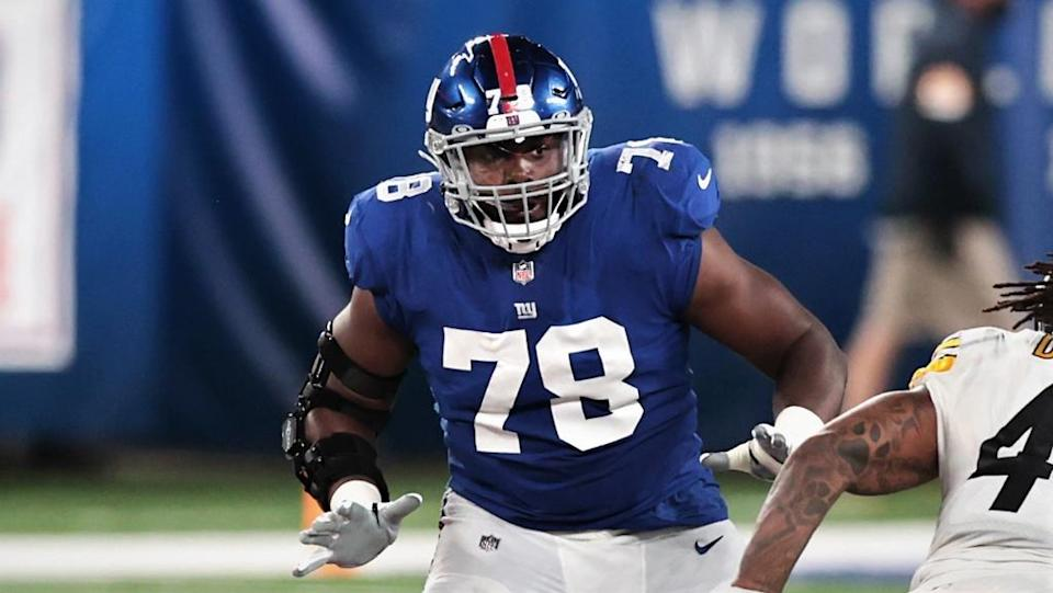 Giants tackle Andrew Thomas blocks Steelers linebacker Bud Dupree
