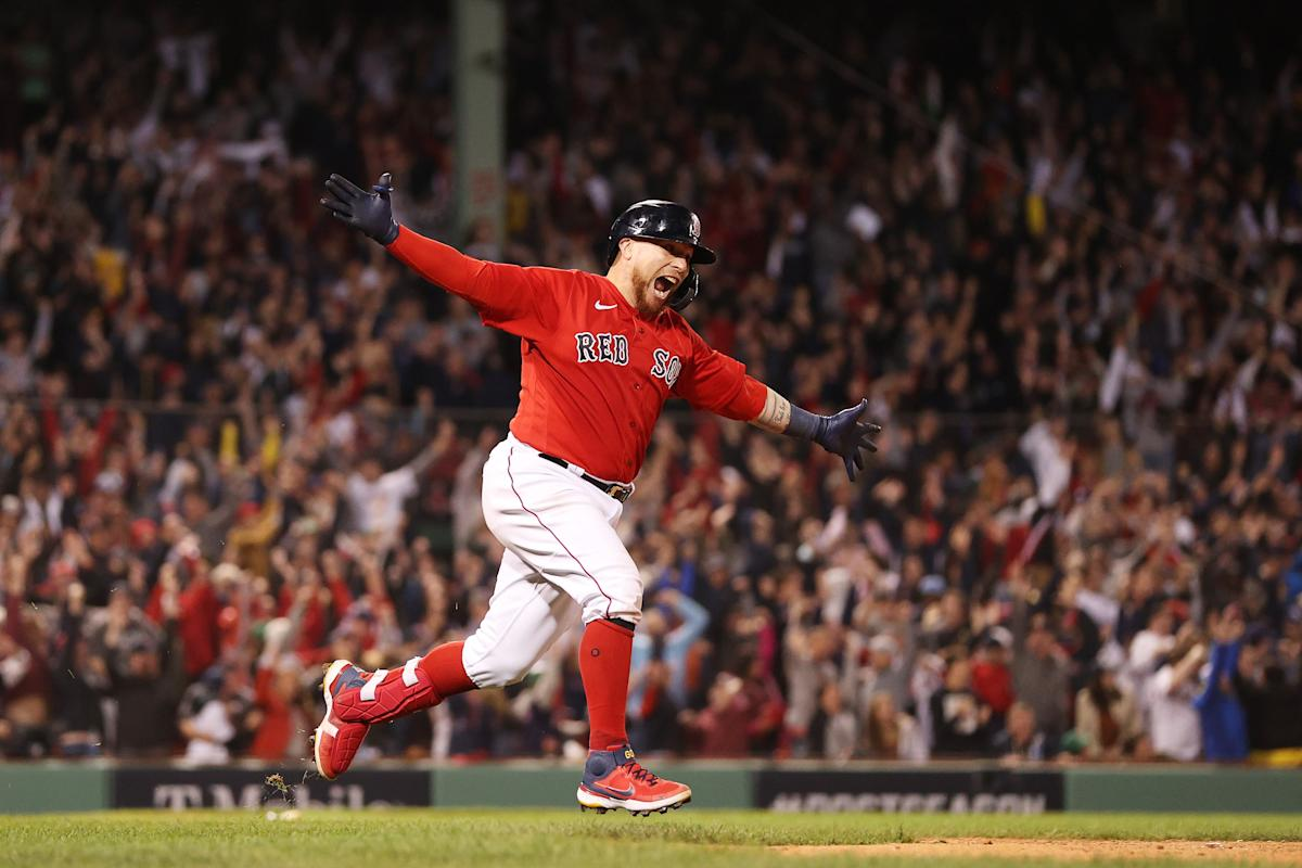 Wild Fenway finish pushes Sox within win of ALCS